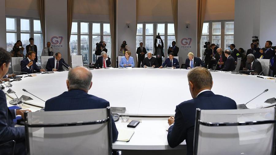"""Власти Франции прокомментировали возможное возвращение России в """"большую семерку"""" thumbnail"""