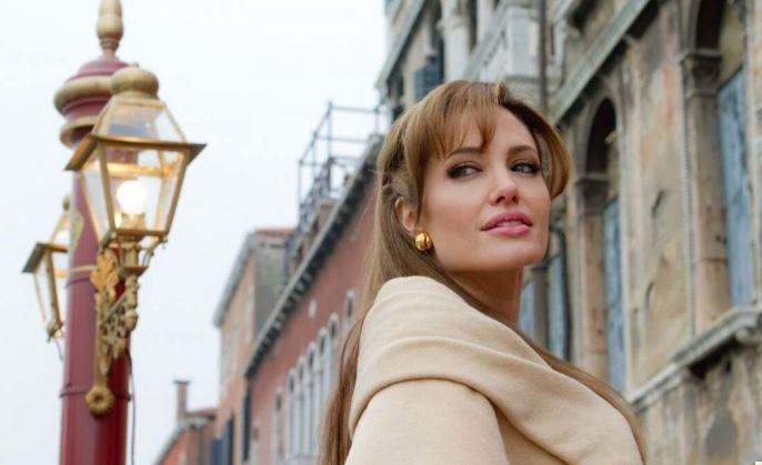 Как стресс и проблемы в семье едва не погубили Анджелину Джоли thumbnail