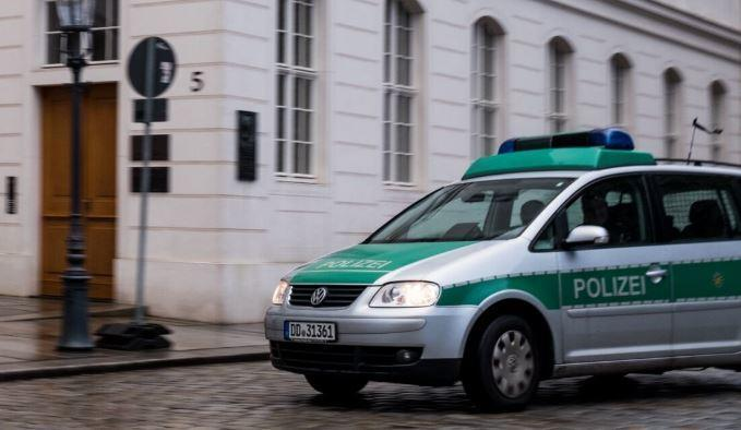 Немецкая девочка нацарапала снежинки на 37 машинах на 30 тысяч евро thumbnail