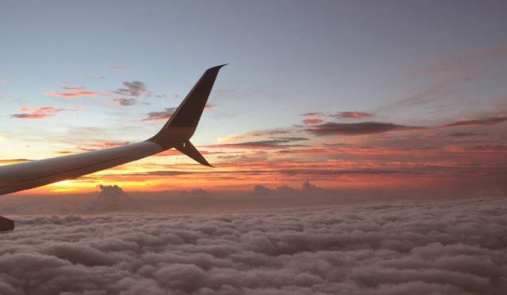 Эксперт рассказал, будет ли опасно летать за рубеж после открытия границ thumbnail