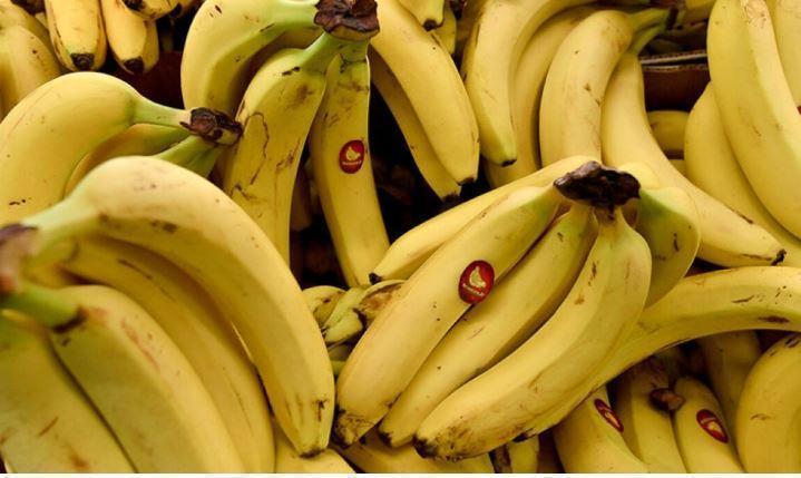 Названы продукты, которые опасно есть с бананами 1