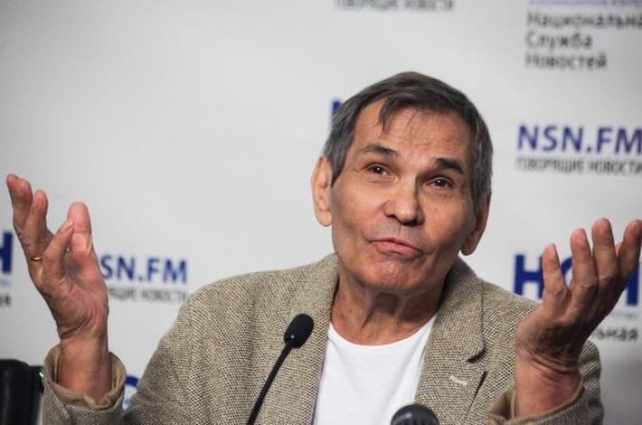 Алибасов в неадекватном состоянии заявился в адвокатскую контору Жорина и встал на колени