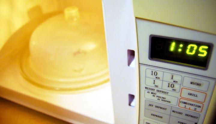 Эксперт по питанию рассказала, какую еду необходимо готовить в микроволновке
