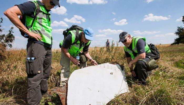 Технический эксперт назвал три нестыковки с осколками в деле о крушении MH17 thumbnail