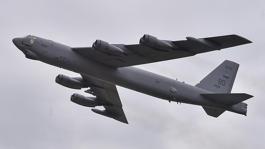 Штаты перебросили стратегический бомбардировщик В-52Н на Гуам 1