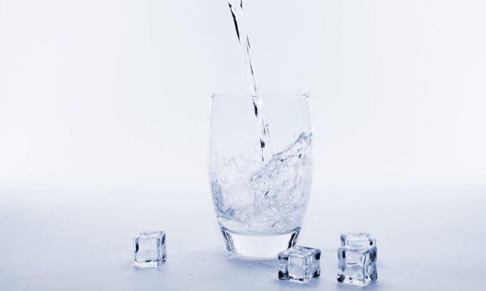 Диетолог рассказала, как правильно пить воду, чтобы похудеть 1