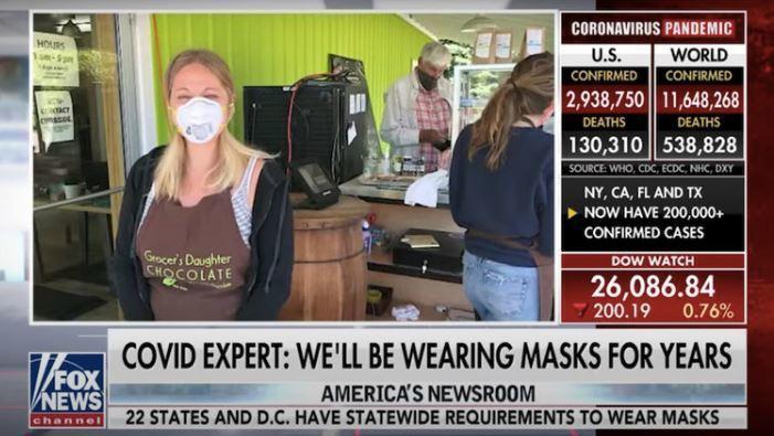 Эксперт Fox News успокоил американцев: носить маски годами не придётся, но отказываться от них рано 1