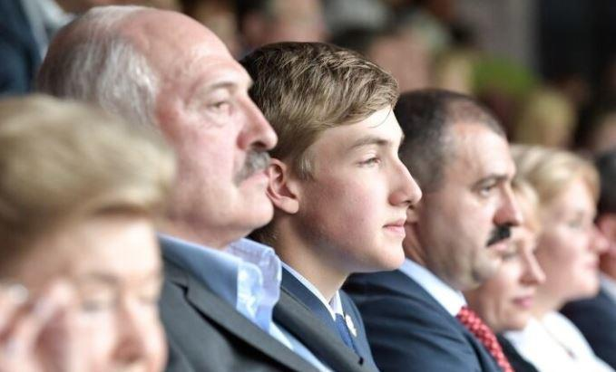 В Сети обсуждают вероятную мать младшего сына Лукашенко 1