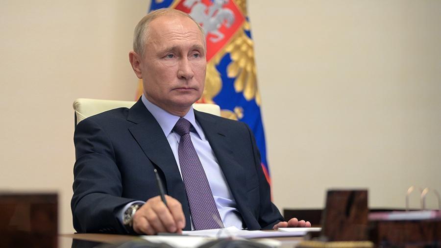 Путин предупредил о «хлюпающем болоте» в экономике РФ 1