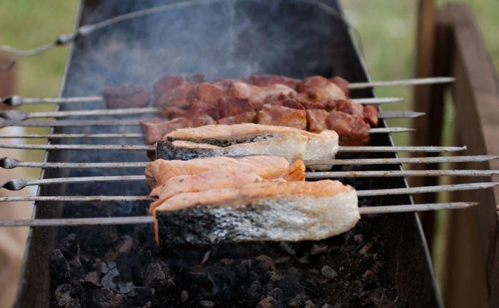 Гастроэнтеролог рассказала, как выбрать безопасное мясо для шашлыка 1