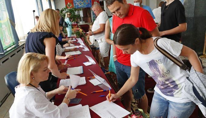 Глава ЦИК Белоруссии назвала очереди в избиркомы провокацией 1