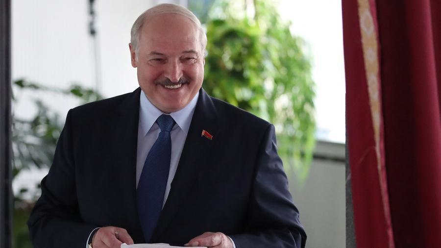 Лукашенко назвал праздником прошедшие выборы 1