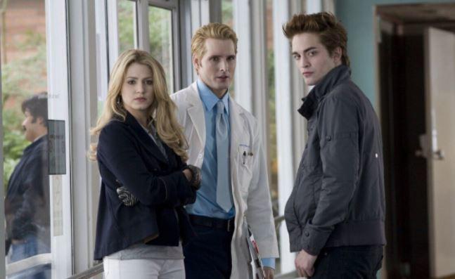 Стефани Майер планирует написать еще две книги о вампирах из «Сумерек» 1