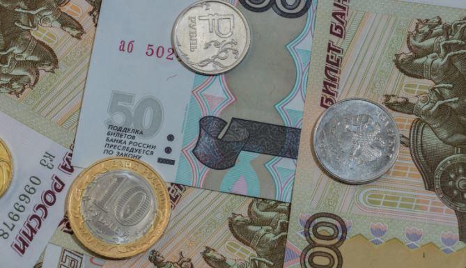Экономист назвал предел падения курса рубля в сентябре 1
