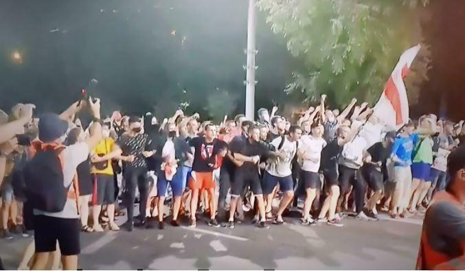 МВД Белоруссии сообщило о нападении на автомобиль милиции в Минске 1