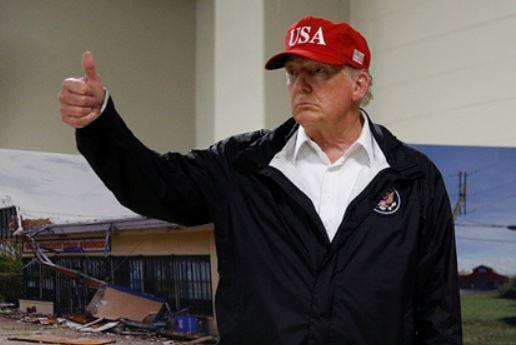 Трамп раздал свои фото с автографом и посоветовал обогатиться на них 1