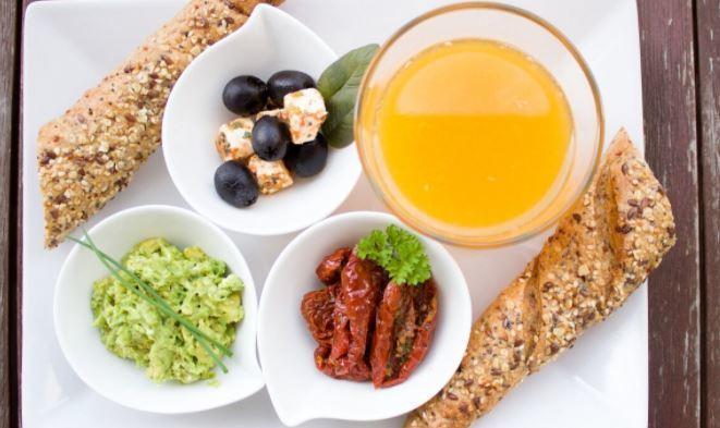 Диетолог перечислил составляющие идеального завтрака 1