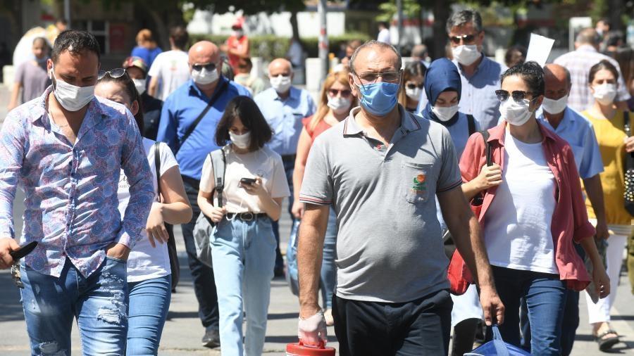 Турция ввела всеобщий масочный режим 1