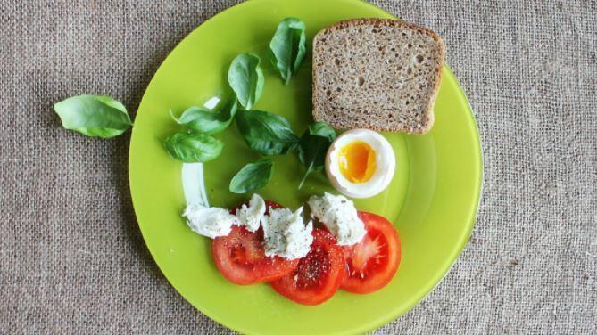 Диетолог рассказала, каким должен быть идеальный завтрак школьника 1