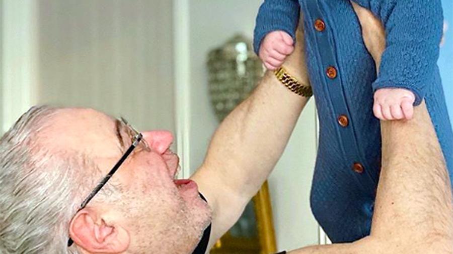 Адвокат прокомментировал фотографию Петросяна с сыном на руках 1