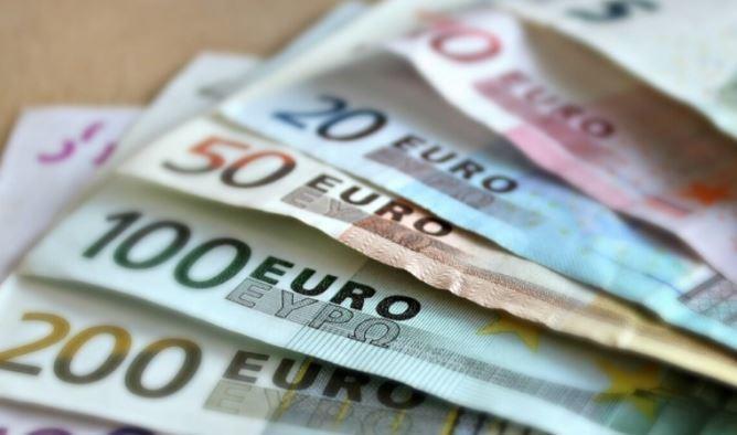 Экономист предупредил о скором падении курса евро и доллара 1