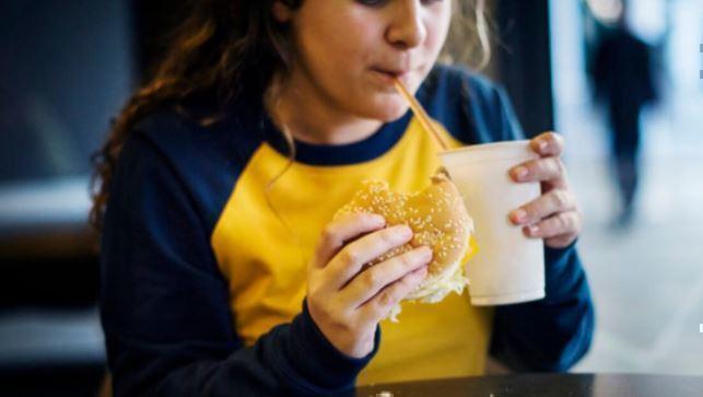 Названы страшные последствия истощения и ожирения у детей 1