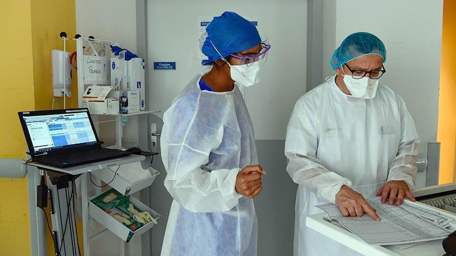 Во Франции побит рекорд по числу заболевших COVID-19 1