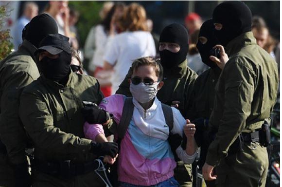 В центр Минска начали стягивать войска 1
