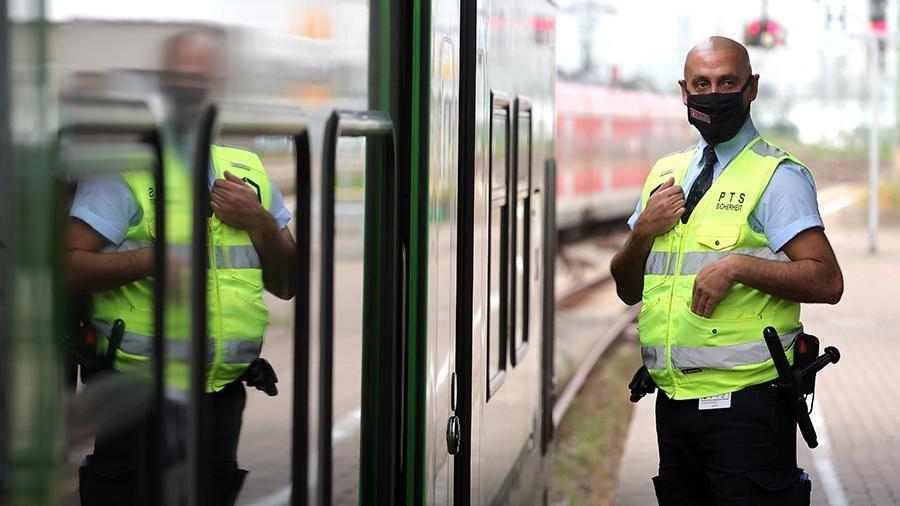 В Кельне самодельное взрывное устройство обезвредили в поезде 1
