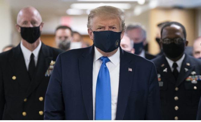 Китай пожелал больным COVID-19 американцам такое же лечение, как у Трампа 1