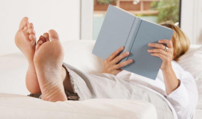 Врач-флеболог назвал три способа снять усталость в ногах после работы 1