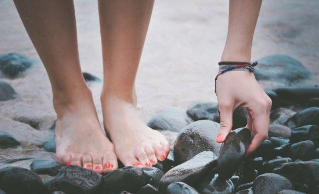 Невропатолог указала на связь холодных ног с тяжелыми заболеваниями 1