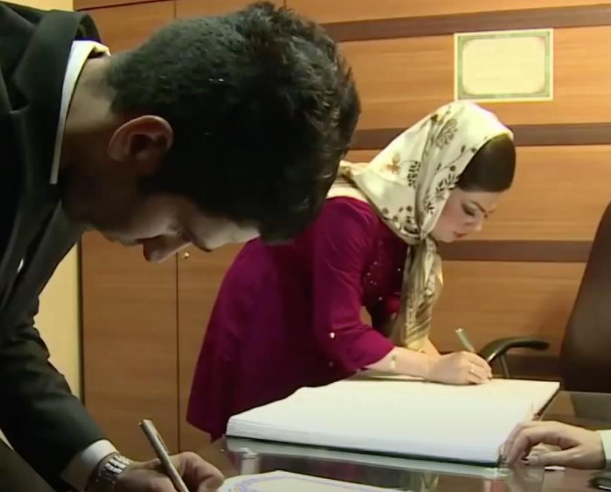 30 000 девочек ежегодно принуждают к браку в Иране 1