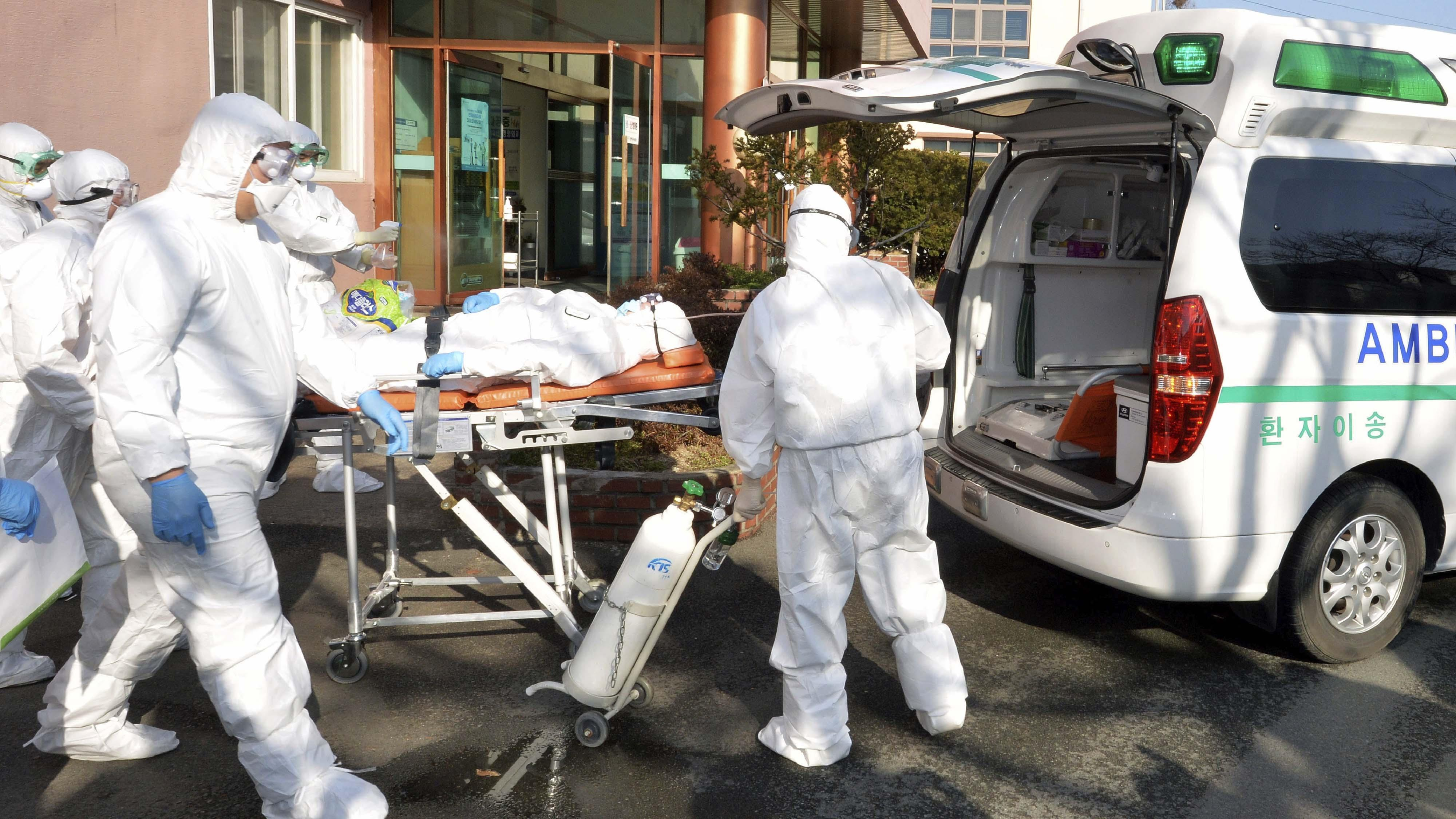 Во Франции зафиксировали рекордное за сутки число заболевших COVID-19 1