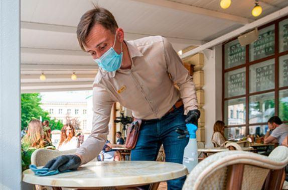 Вирусолог оценил возможность заразиться коронавирусом через одежду и продукты 1