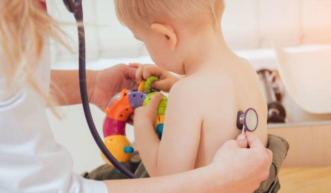 Назван самый опасный возраст детей для заражении COVID-19 1