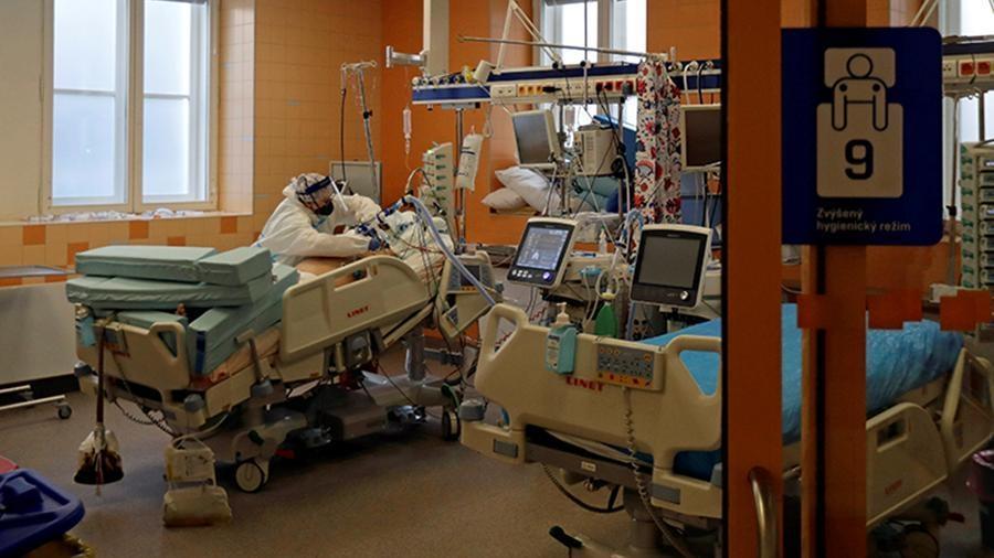 Чехия стала лидером по числу смертей от COVID-19 на 100 тыс. жителей 1