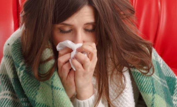 Иммунолог оценил изменение правил лечения коронавируса на дому 1