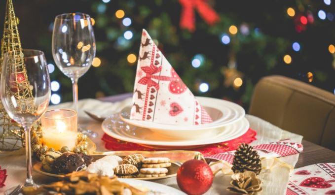 Врач рассказал, почему люди толстеют в новогодние праздники 1