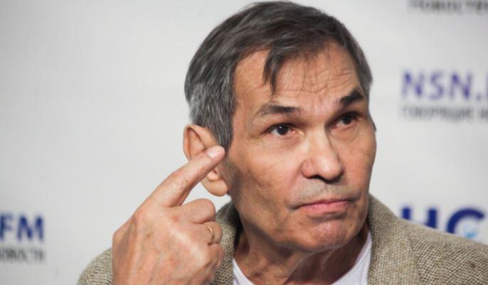 Продюсер «На-На» Алибасов был замечен в инвалидном кресле в аэропорту Москвы 1