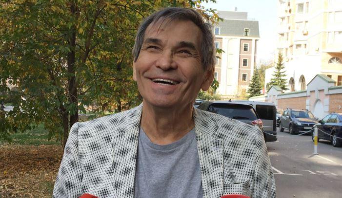 Бари Алибасов не может отыскать туалет из-за проблем с памятью