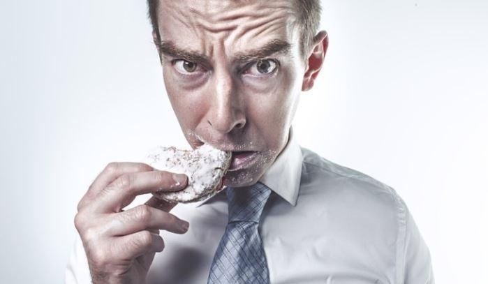 Психолог Варская рассказала, как не переедать на фоне стресса