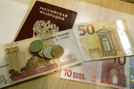 Эксперты назвали причины неожиданного падения рубля