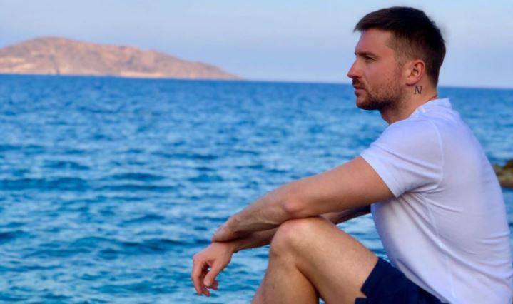 Певец Сергей Лазарев почтил память погибшего брата в день его рождения 1