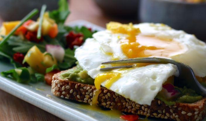 Ранний завтрак способствует снижению риска развития диабета 1