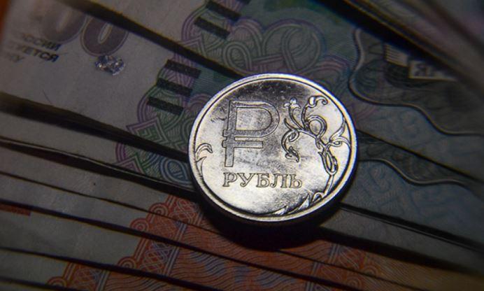 Назван возможный курс рубля к лету 2021 года 1