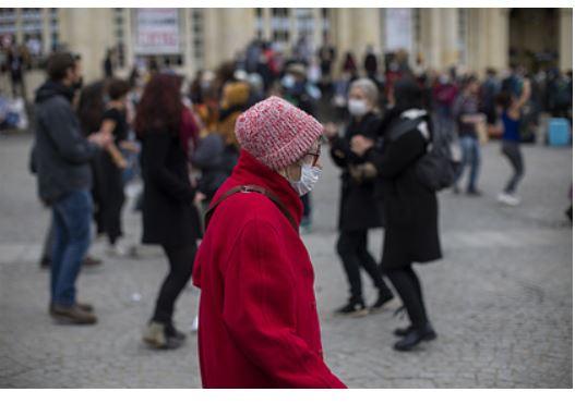 Во Франции решили побороть коронавирус за счет денег пенсионеров