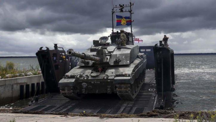 Британский полковник рассказал, как Лондон убивает танковые войска страны