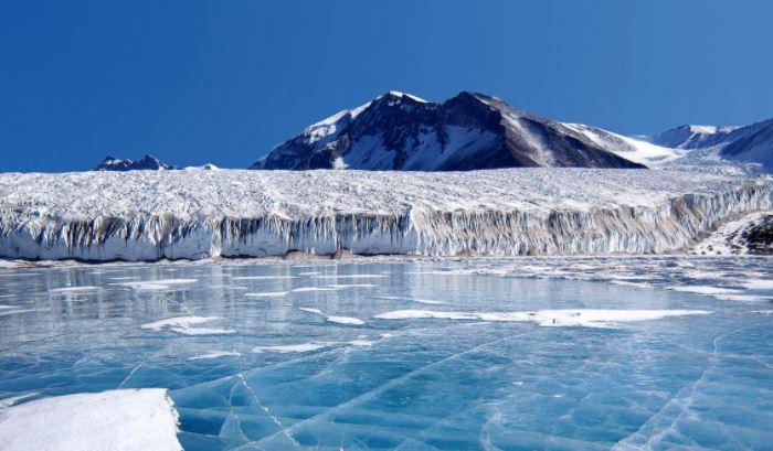 Британские ученые оценили возможность обрушения льдов Антарктики