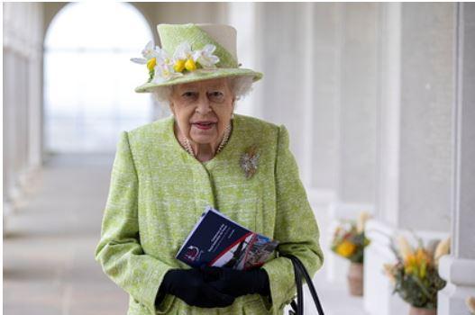В Британии оценили вероятность отречения Елизаветы II от трона после смерти мужа 1